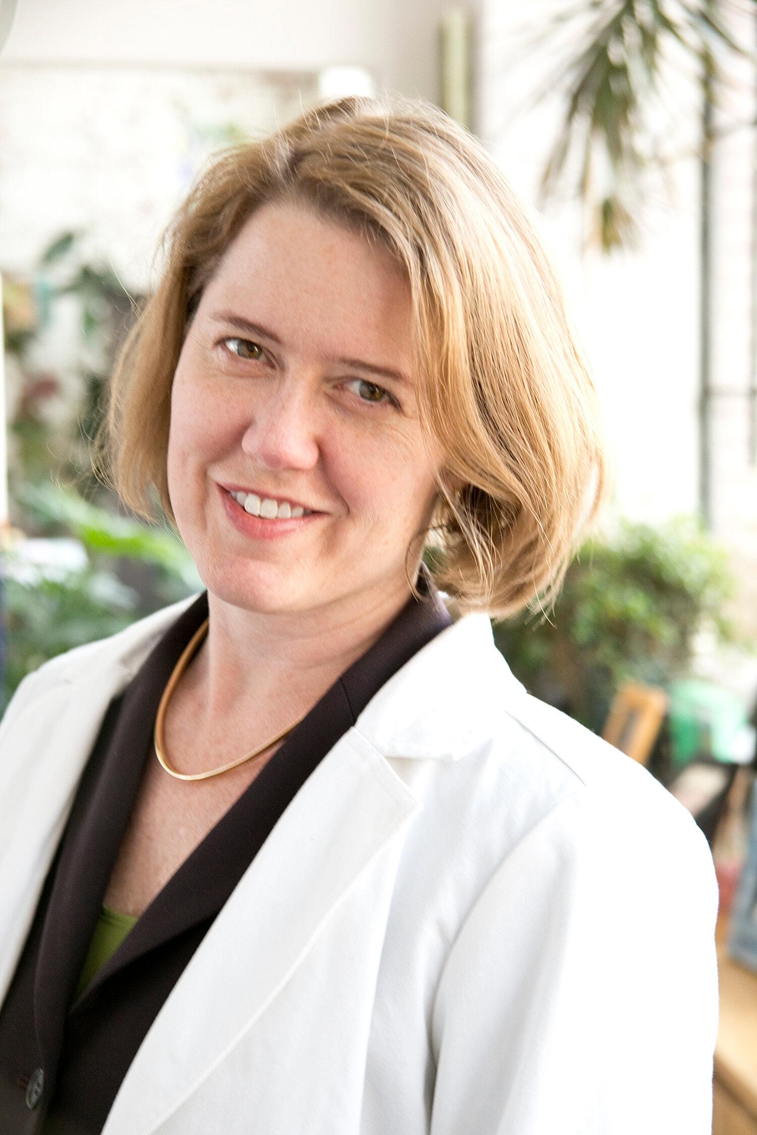 Dr Amy